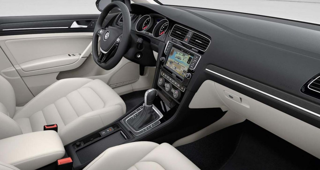 Volkswagen-Golf-2015-dash-look
