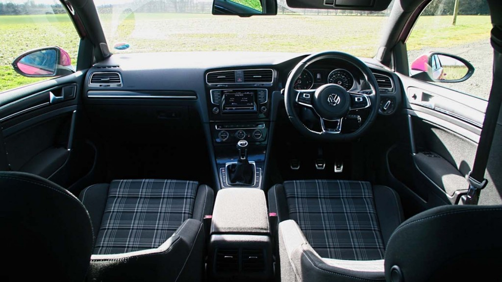 Volkswagen-Golf-GTD-Dash-View