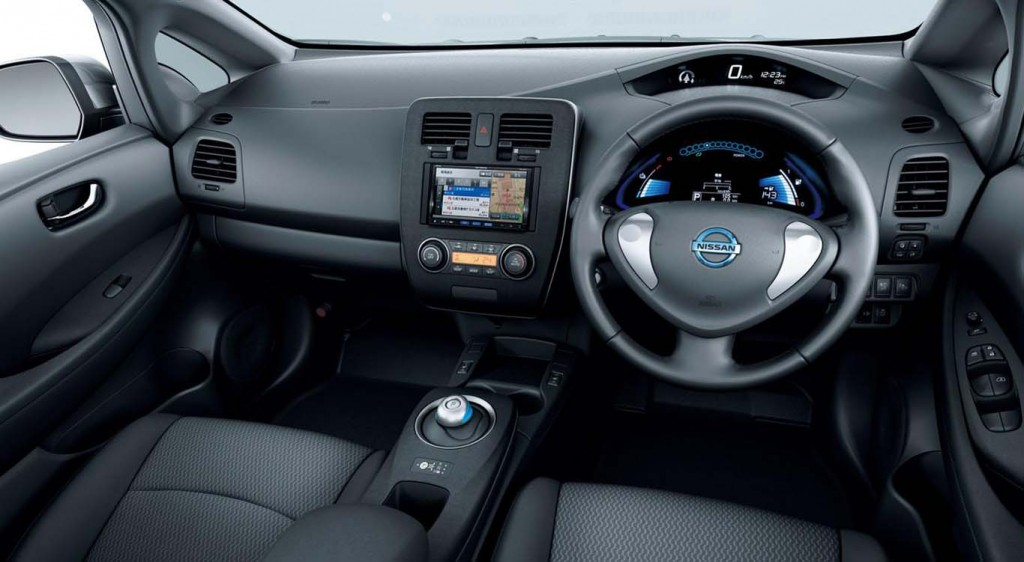Nissan-Leaf-2015-most-fuel-efficient-hatchback-interior-black