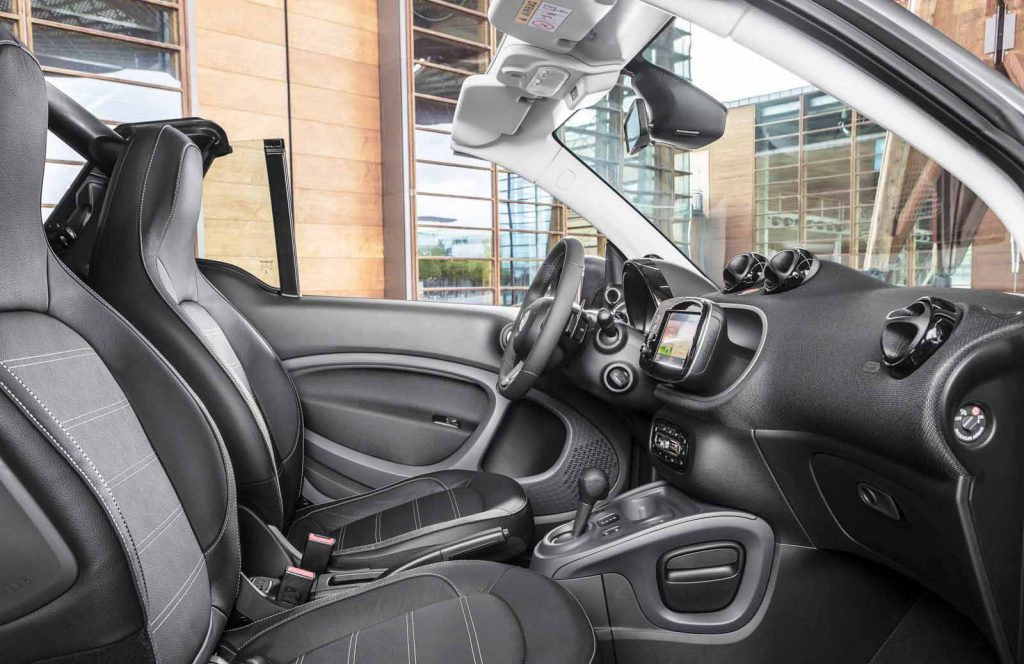 Smart-Fortwo-Cabriolet-2017-inner-view