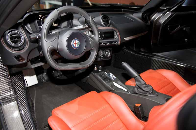 Alfa Romeo 4C dash