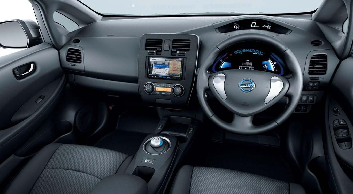 Nissan-Leaf-2015-most-fuel-efficient-hatchback-interior-black